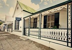Camdeboo Cottages – Bed and Breakfast or Self-catering accommodation in the heart of historical Graaff-Reinet has a family unit with 3 bedrooms & 3 bathrooms. It is an ideal stopover for friends & family en-route to the coast Table Mountain Cape Town, Cottage Exterior, Local Attractions, Beaches In The World, Modern Buildings, Dream Decor, Bed And Breakfast, South Africa, Beautiful Places