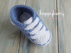 This PDF pattern is 2 for the price of 1 because you can choose to either make the sporty boots or just the slippers. A perfect project for baby boys, or girls if you make them in pink. Why not add a flower instead of a heart.