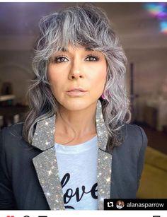 Gray Hair Growing Out, Grow Hair, Silver Blonde, Silver Hair, Feria Hair Color, Grey Hair Don't Care, Grey Hair Inspiration, How To Lighten Hair, Permanent Hair Color
