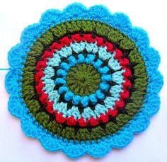 Crochetingclub version: Circle of Friends Granny Mandala. Tutorial Español-English http://knittingandcrocheting-club.blogspot.com.es/2012/11/circle-of-friends-granny-y-la-sra.html