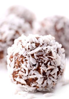 NEW RECIPE OF THE DAY: COCONUT CACAO BALLS (RAW VEGAN NUT FREE) - March 24th 2013