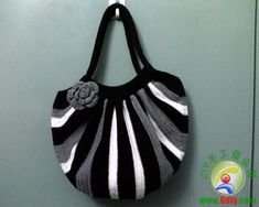 Must do-- Really cute!!  crochet bag
