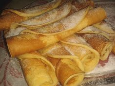 Bögrés francia palacsinta (Crepe a'la francaise) Slovak Recipes, Czech Recipes, Hungarian Recipes, Czech Desserts, Sweet Desserts, Sweet Recipes, Healthy Diet Recipes, Cooking Recipes, Good Food
