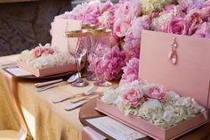 Moda 2015: decoración y centro de mesa en fresa hielo Ve más ideas preciosas en IDEASdeEVENTOS.com