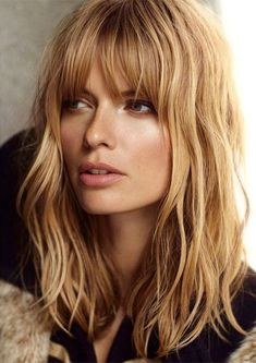 20 different long bob with bangs. lob haircut and hairstyles. best bob and lob hairstyles. fashionable bob hairstyle with… Very Long Bob, Long Bob With Bangs, Blonde Hair With Bangs, Full Bangs, Hair Bangs, Long Bob With Fringe, Lob Bangs, Messy Bangs, Long Fringes