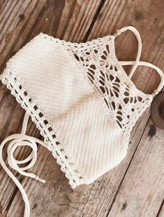 38 Summer Free Crochet Bikini Pattern Design Ideas for This Year - Page 22 of 38 - Daily Crochet! Boho Crochet, Vintage Crochet, Free Crochet, Knit Crochet, Crochet Hats, Ravelry Crochet, Crochet Style, Crochet Summer Tops, Crochet Crop Top