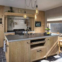 The kitchen island does not lack qualities. Convenient for cooking, storing and eating on the run, it also gives all its style to the kitchen Kitchen Interior, Kitchen Design Small, Coastal Kitchen, Kitchen Models, Small Kitchen, Kitchen Decor, Kitchen Ideals, Small White Kitchens, Kitchen Design