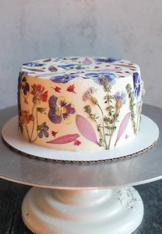 Pretty Birthday Cakes, Pretty Cakes, Beautiful Cakes, Amazing Cakes, Bolo Floral, Pastel Cakes, Cute Desserts, Dream Cake, Just Cakes