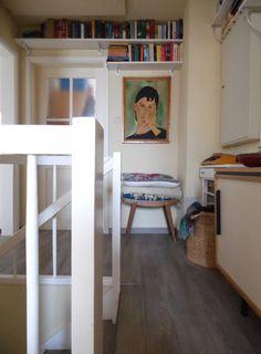 Heute sind wir zu Gast in einem schwäbischen Kreativhaushalt! Hinter den Wänden eines Reihenhauses aus den 50er Jahren werken, malen und stricken sich die Bewohner ihre wunderbar individuelle Lieblingseinrichtung.