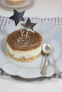 Bonjour tout le monde, J-7 avant Noël !! J'ai trop hâte :) Pour l'occasion je vous présente un dessert de saison qui change de la bûche traditionnelle : le cheesecake aux marrons ! La semaine derni...