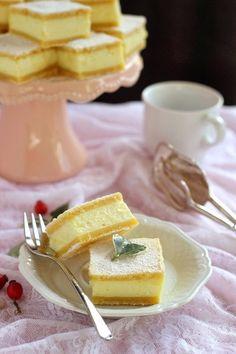 Egyszerű hozzávalókból, nagyszerű süteményt ! Gyorsan elkészül, a tésztát akár előző este is össz... Camembert Cheese, Recipies, Cheesecake, Muffin, Dairy, Pudding, Baking, Food, Recipes