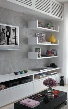 parede de cimento queimado e prateleiras brancas                                                                                                                                                                                 Mais