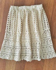 Merhaba, yeni haftanın hepimize keyif, sağlık ve bereket getirmesi dileklerim… Hello, I wish the new week brings joy, health and fertility to all of us. Skirt Pattern Free, Crochet Skirt Pattern, Free Pattern, Crochet Patterns, Pattern Ideas, Sewing Patterns, Crochet Skirt Outfit, Crochet Skirts, Crochet Clothes