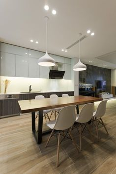 The house has a standard size of 12.5m x 5.5m for the construction area, with spacious front yard, airy backyard and is located at the southern gateway of Hanoi, inside the beautiful compound of the new residential precinct of Gamuda Gardens. We...