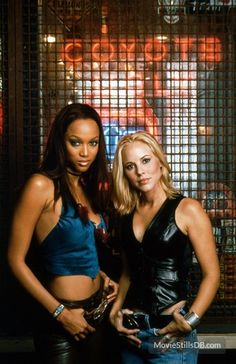 Maria Bello with Tyra Banks (as Lil in Coyote Ugly)