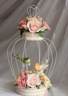 very nice - shabby chic Ikebana, Wire Crafts, Diy And Crafts, Wedding Decorations, Christmas Decorations, Chocolate Bouquet, Deco Floral, Candy Bouquet, Diy Décoration
