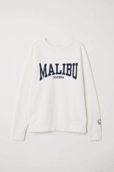 About Malibu California Sweatshirt Sweatshirt is Made To Order, we print one by one so we can control the quality. We use DTG Technology. Sweatshirt Outfit, Earl Sweatshirt, Graphic Sweatshirt, Graphic Tees, Vintage Nike Sweatshirt, Crew Neck Sweatshirt, Pullover, Grunge Style, Soft Grunge