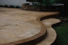 66 Ideas for curved patio steps stamped concrete Curved Patio, Raised Patio, Cement Patio, Concrete Stairs, Deck Stairs, Patio Steps, Living Pool, Small Outdoor Patios, Backyard Patio Designs