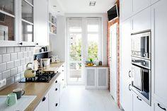 Pięknie urządzone mieszkanie w Gdyni. Styl skandynawski po polsku Kitchen Island, Kitchen Cabinets, Bauhaus, Houses, Home Decor, Island Kitchen, Homes, Decoration Home, Room Decor