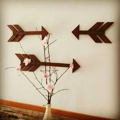 Setas feitas com palete de madeira!!! Mais um projeto www.mostardela.com
