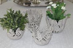 Casting lace in concrete for planters. Such a pretty idea!  Ukrainian instructions must be translated.