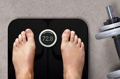 Fitbit Aria Personenwaage Bodycheck mit System – aber immer ganz entspannt! Das Setup derFitbit Ariaist mit wenigen Klicks erledigt. Ab der ersten Messung können SieIhre Statistik im Dashboard auf www.fitbit.com verfolgen. Oder – natürlich gibt's auch eine App! – mit der kostenlosen Fitbit iPhoneApp anzeigen lassen.   Sie können in Ruhe alles analysieren, Schlüsse ziehen, realistische Ziele für sich fes ...