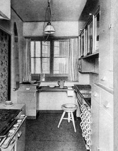 Historický jídelníček obědů a večeří na celý týden z roku 1929, k tomu velké množství receptů na sladká jídla z brambor.