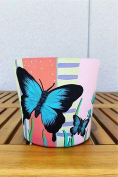 Terracotta Flower Pots, Clay Flower Pots, Flower Pot Crafts, Clay Pot Projects, Clay Pot Crafts, Painted Plant Pots, Painted Flower Pots, Pots D'argile, Flower Pot Design