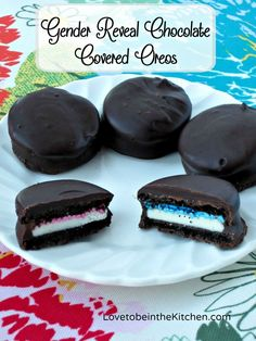 Gender Reveal Chocolate Covered Oreos- A fun and simple gender reveal idea!