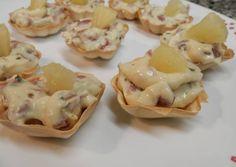 Tartaletas rellenas de crema de quesitos con jamón