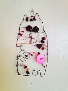 """""""Candy cat"""" 2016  Mixed media wire beads buttons  Marna McManus  On Facebook @sunshowercreations Mixed Media, Wire, Buttons, Candy, Facebook, Beads, Beading, Sweets, Pearls"""