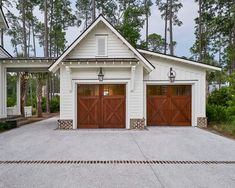 Did you remember to shut the garage door? Most smart garage door openers tell you if it's open or shut no matter where you are. A new garage door can boost your curb appeal and the value of your home. Detached Garage Designs, Design Garage, Exterior Design, Carport Designs, Detached Garage Plans, Pergola Designs, Plan Garage, Carport Garage, Garage Doors