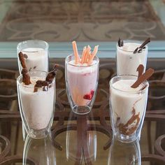 Served all day, the hot chocolate varieties are in perfect harmony with the homemade cakes, pies and chocolate truffles.