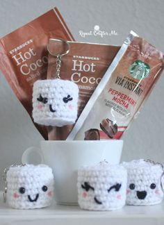 DIY Crochet Kawaii Marshmallows Free Pattern from Repeat Crafter Me. Make these quick and easy amigurumi DIY Crochet Kawaii Marshmallows to accompany holiday gifts. Mode Crochet, Crochet Food, Crochet Gifts, Diy Crochet, Crochet Cupcake, Crochet Owls, Crochet Animals, Amigurumi Patterns, Crochet Patterns
