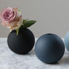 Kjøp Ball Vase - Midnight Blue fra COOEE hos Nordiske Hjem Garden Art, Home And Garden, Flower Pots, Flowers, Minimalist Home, Midnight Blue, Pottery, Home Decor, Terrarium