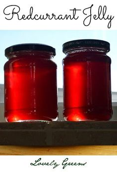 Recipe for making homemade Redcurrant Jelly - great on toasts and desserts but also for savory dishes like Swedish Meatballs Jam And Jelly, Jelly Jelly, Red Currant Jelly Recipe, Jelly Recipes, Fruit Recipes, Recipies, Dehydrated Food, Chutney Recipes, Recipes From Heaven