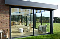 Garden room with veranda - gardenroom Garden Room Extensions, House Extensions, Backyard Patio Designs, Pergola Patio, House Extension Design, House Design, Enclosed Patio, Glass House, Exterior Design