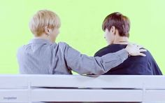 That moment when Seongwoo wants to re-do the head on shoulder scene with Daniel :')