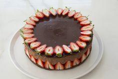 עוגת מוס שוקולד ותותים