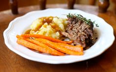 fall crockpot -Yammie's Glutenfreedom: Herb Crusted Melt-in-Your-Mouth Pot Roast Pot Roast Recipes, Slow Cooker Recipes, Beef Recipes, Gluten Free Gravy, Gluten Free Cooking, Slow Cooker Roast, Roast Beef, So Little Time, A Food