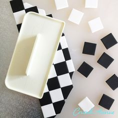 Crumb Avenue - Easy to follow cake topper tutorials | Tutorials | Checkered Cake Board Fondant Cake Tutorial, Cake Topper Tutorial, Fondant Cake Toppers, Cupcake Cakes, Checkered Cake, Edible Glue, Lollipop Sticks, Cake Board, Alice