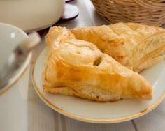 feuilletés farcis sauce tomate, noix de cajou et chorizo : http://www.cuisineaz.com/recettes/feuilletes-farcis-sauce-tomate-noix-de-cajou-et-chorizo-70598.aspx