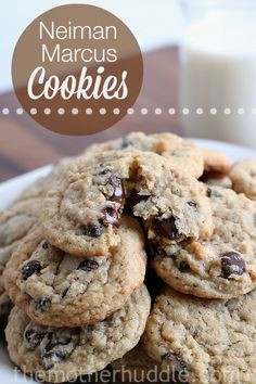 Neiman Marcus Cookies with Almonds and Oatmeal. I make these all the time, they are soooooo good! Neiman Marcus Cookie Recipe, Neiman Marcus Cookies, Köstliche Desserts, Delicious Desserts, Dessert Recipes, Yummy Food, Baking Recipes, Cookie Time, Cookie Swap