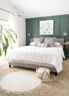 Farmhouse Tour Friday / Farmhouse style bedroom with dark green wall, white bedding, and grey throw pillows. Farmhouse Tour Friday / Farmhouse style bedroom with dark green wall, white bedding, and grey throw pillows. Green And White Bedroom, Green Master Bedroom, Dark Green Walls, Green Bedroom Walls, Bedrooms With Accent Walls, Accent Wall Bedroom, Master Bedroom Color Ideas, Grey Green Bedrooms, Emerald Green Bedrooms