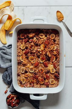 Naturally sweetened and easy to make ahead and enjoy throughout the weekDELICIOUS Banana Chocolate Baked Oatmeal! Naturally sweetened and easy to make ahead and enjoy throughout the week Healthy Oatmeal Recipes, Healthy Breakfast Recipes, Vegan Breakfast, Healthy Breakfasts, Breakfast Time, Healthy Baking, Breakfast Ideas, Keep Recipe, Recipe Box