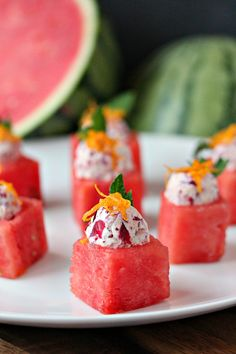 This recipe puts a winter spin on watermelon. Think outside the box when it comes to easy appetizers. These watermelon cups are filled with Cranberry Mascarpone and garnished to perfection! Watermelon Appetizer, Fruit Appetizers, Watermelon Recipes, Finger Food Appetizers, Christmas Appetizers, Best Appetizers, Fruit Recipes, Fun Desserts, Finger Foods