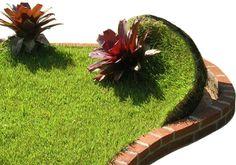 Substrato Premium, da empresa SkyGarden, que possibilita o plantio de vegetação com poucos centímetros de espessura da base, permitindo a criação de telhados verdes. Conheça outras tendências da construção sustentável: http://www.webcasas.com.br/revista/materia/sustentabilidade/281/veja-tendencias-da-construcao-sustentavel/