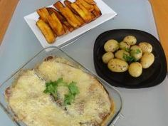 Lasanha de Berinjela, batatinhas calabresa e banana da terra frita