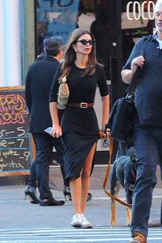 News Photo : Emily Ratajkowski seen walking her dog on the. Cute Outfits, Casual Outfits, Fashion Outfits, Women's Fashion, Work Outfits, Emily Ratajkowski Outfits, Emrata Instagram, Street Chic, Street Style