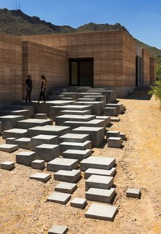 Tucson Mountain Retreat in der Sonora-Wüste - Architektur modern - Architecture Design Entrée, Beton Design, House Design, Stair Design, Design Ideas, Modern Entrance, Entrance Design, Architecture Cool, Landscape Architecture